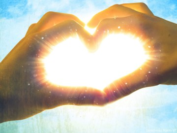 hands_making_love_heart_with_shining_light1